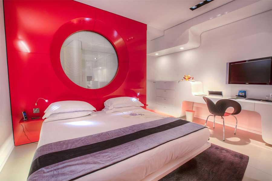 Una delle singolari stanze dell'Hotel