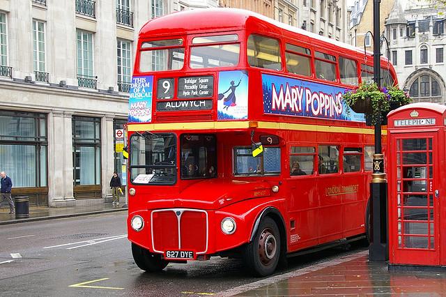 Un classico bus rosso di Londra
