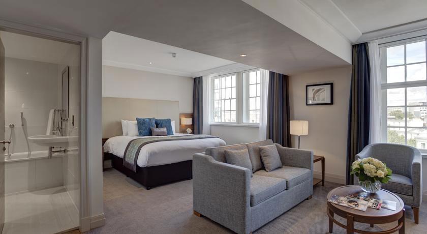 Una delle camere dell'Amba Hotel Charing Cross