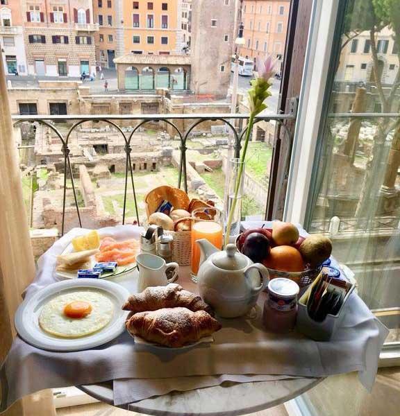 La buonissima colazione servita in camera