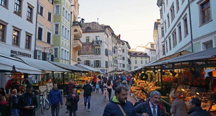 Bolzano - Piazza Delle Erbe