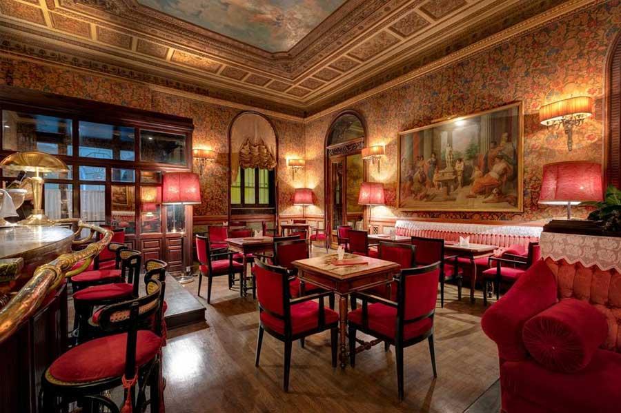 La lussuosa sala del Grand Hotel Plaza