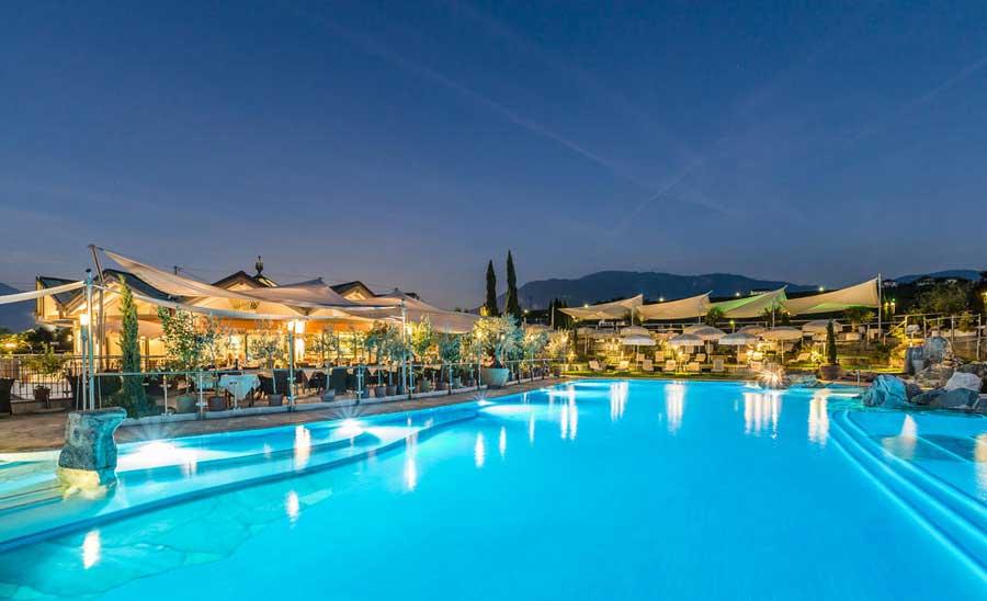Hotel Weinegg La piscina esterna