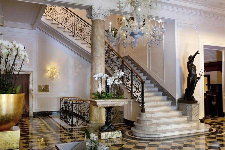 L'entrata del Baglioni Hotel Regina