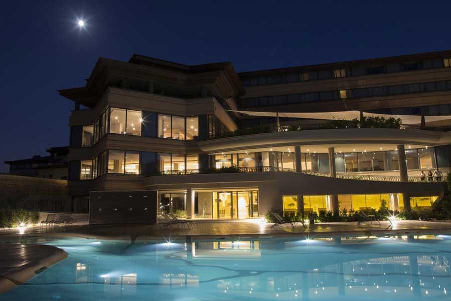 La piscina del A.Roma Lifestyle Hotel