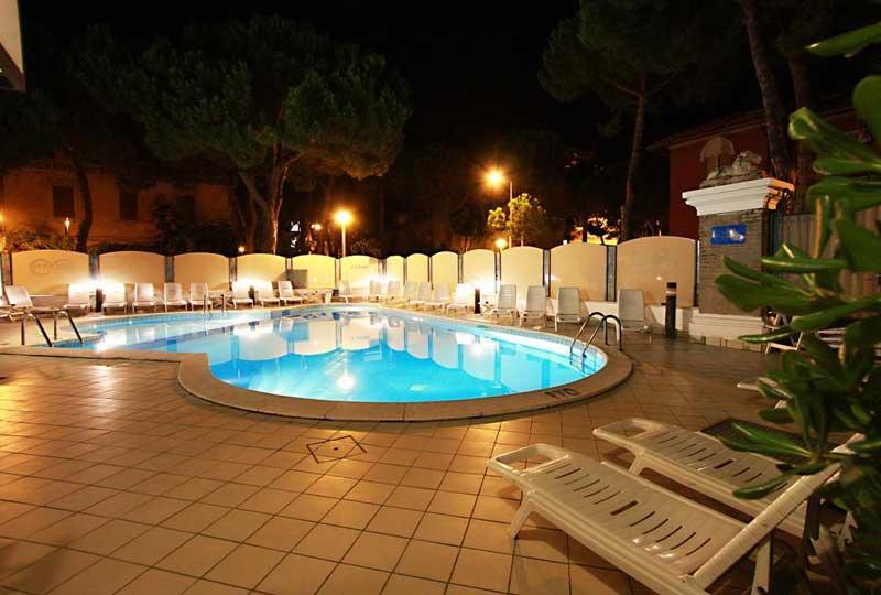 La piscina dell'Hotel Atrium