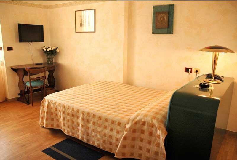 Una delle camere dell'Hotel Napoleon