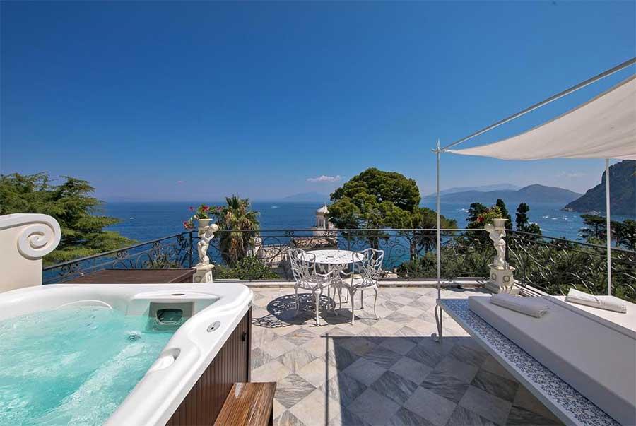 Una delle vasche del Luxury Villa Excelsior Parco