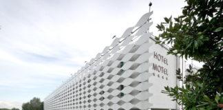 Esterno del MO.OM hotel