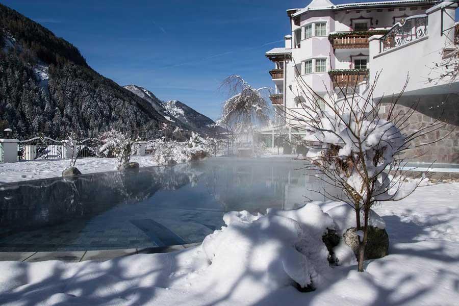 Acqua a 34° e vista sulle Dolomiti