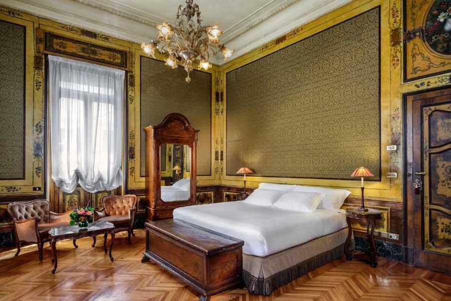 Una delle meravigliose suite - Le camere e suite sono arredate con mobili di antiquariato e pezzi unici