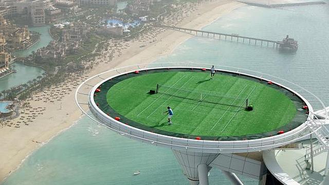 Partita di Tennis Federer e Agassi