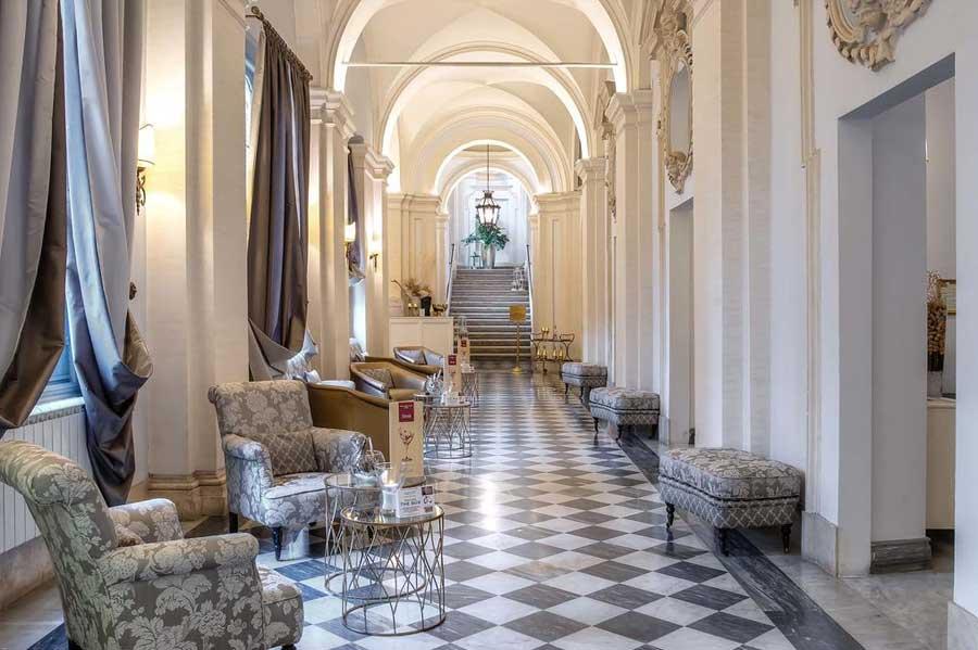 La suggestiva sala del VOI Donna Camilla Savelli Hotel